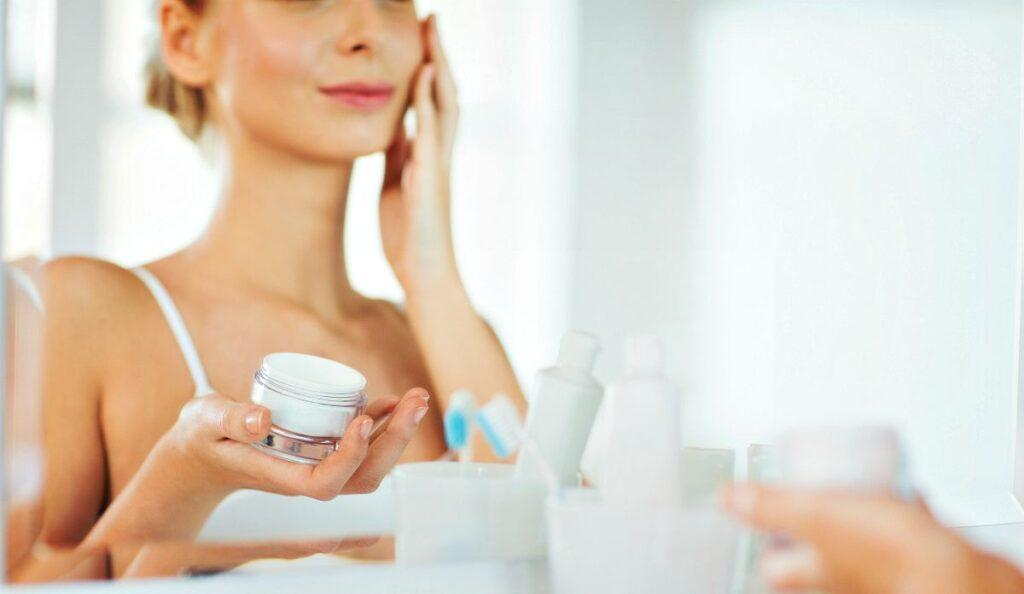 new and upcoming driving trends of the beauty industry and the various cosmetic treatments.