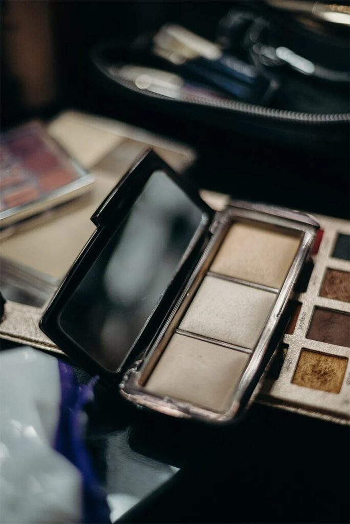 Summer Makeup: How To Choose A Perfect Highlighters - Based On Skin Tone, Types